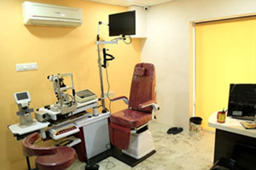 Saluja Eye Care Center in Indore Contact number